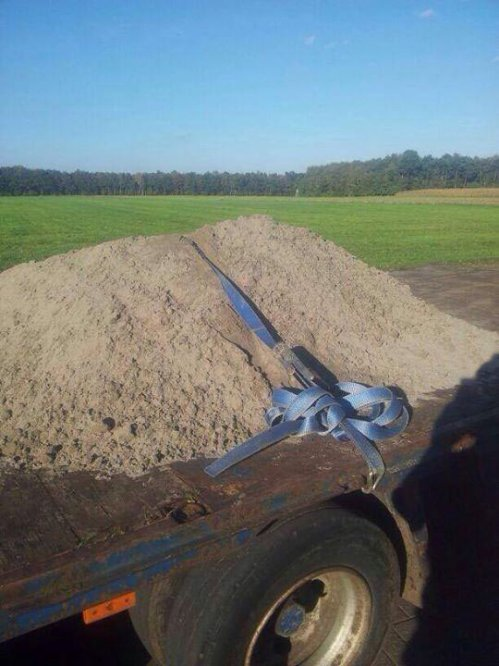 funny-truck-dirt-load-secure